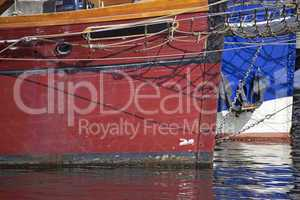 Bug von Segelschiffen im Hafen von Kiel, Deutschland