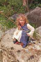 Kleines Mädchen beim Angeln
