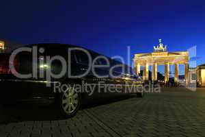 Berlin - Brandenburger Tor with Stretch Limousine - Arm aber Sex