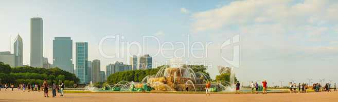 chicago downtown cityscape with buckingham fountain at grant par