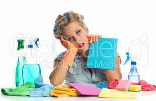 Müde Hausfrau mit Lockenwicklern