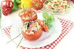 gefüllte Tomaten mit Nudelsalat