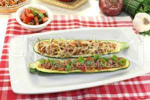gefüllte Zucchinis mit Hackfleisch
