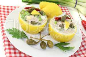 gefüllte Zitronen mit Thunfisch-Creme