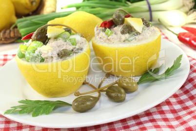 gefüllte Zitronen mit Thunfisch-Creme und Kapern
