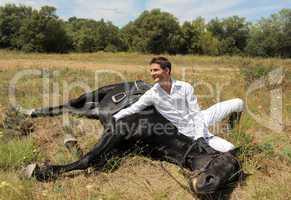 jeune homme et horse