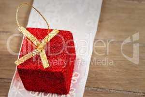 makro kleines weihnachtsgeschenk mit glitter
