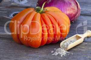 Coeur de Boeuf Tomate, Zwiebel und Meersalz