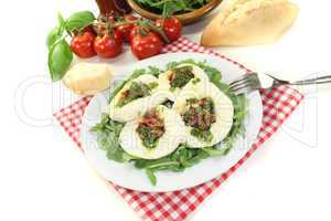 gefüllter Mozzarella mit Basilikum