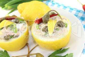 gefüllte Zitronen mit Thunfisch-Creme und Ei