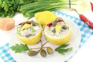 gefüllte Zitronen mit Thunfisch-Creme, Kapern und Ei