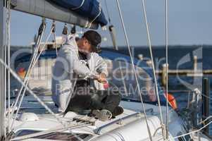 skipper auf dem oberdeck