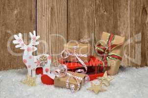 Elch mit Schlitten und Geschenken Weihnachten Holz Schnee