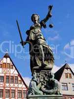 Justitia am Gerechtigkeitsbrunnen