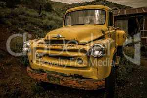 jerome arizona ghost town yellow old car