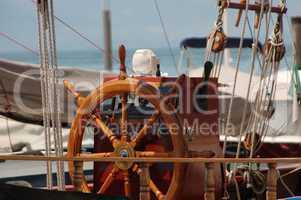 Segelschiff, Steuerstand mit Steuerrad