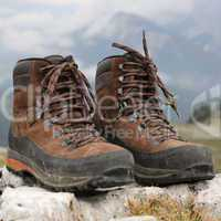 Schuhe zum Wandern in den Bergen