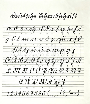 Deutsche Sütterlin Schreibschrift auf einem Blatt Papier