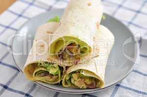 Tortilla Wrap mit Curry Hähnchen Füllung