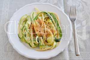 Zucchini Pasta mit Bröseln