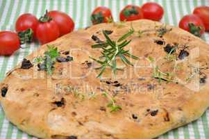 Focaccia, italienisches Weißbrot mit Kräutern und Zwiebeln