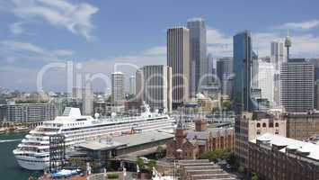 Skyline von Sydney mit Kreuzfahrtschiff, Australien