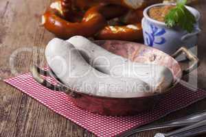 Bayerische Weißwurst im Kupfertiegel