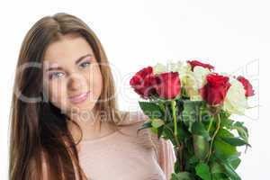 Mädchen mit Rosenstrauss