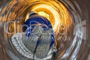 schweißer in einem roh rwelder in a tube