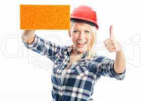 Weiblicher Handwerker mit Schwamm