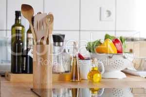 küchenarbeitsplatte mit kochlöffeständer