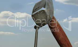 der hammer und der nagel