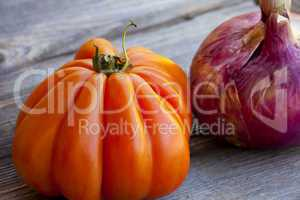 beefsteak tomato and red onion