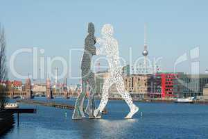 Molecule Men in der Spree
