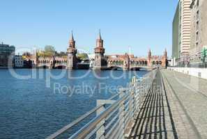 Oberbaumbrücke mit Fußweg