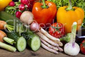 gesunde rohkost aus frischen gemüse