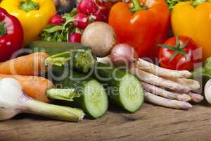 gesunde ernährung mit frischen gemüse