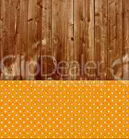 Alte Holzbretter und orange Fläche mit weißen Punkten