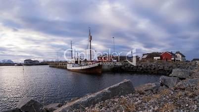 Hafen von Laukvik auf den Lofoten