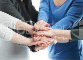 Hände übereinander