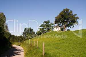 Zaun, Weidezaun, Wanderweg, Weg, Kirche, Andacht, klein, Stromzaun, Weide, Koppel, Wiese, grün, saftig, Sicherheit, Kuhzaun,
