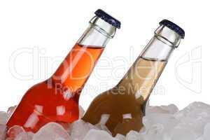 Kalte Limonade und Cola auf Eis