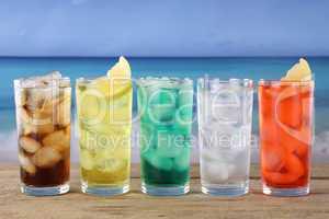 Cola und Limonade Getränke am Strand