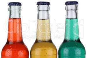 Bunte Getränke in Flaschen freigestellt