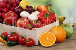 Gesunde Ernährung Früchte und Gemüse in Kiste