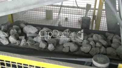 Slow moving rocks dropping in a conveyor