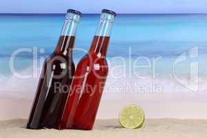 Cola und Limonade Getränk am Strand und Meer