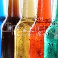 Getränke, Softdrinks mit Cola in Flaschen