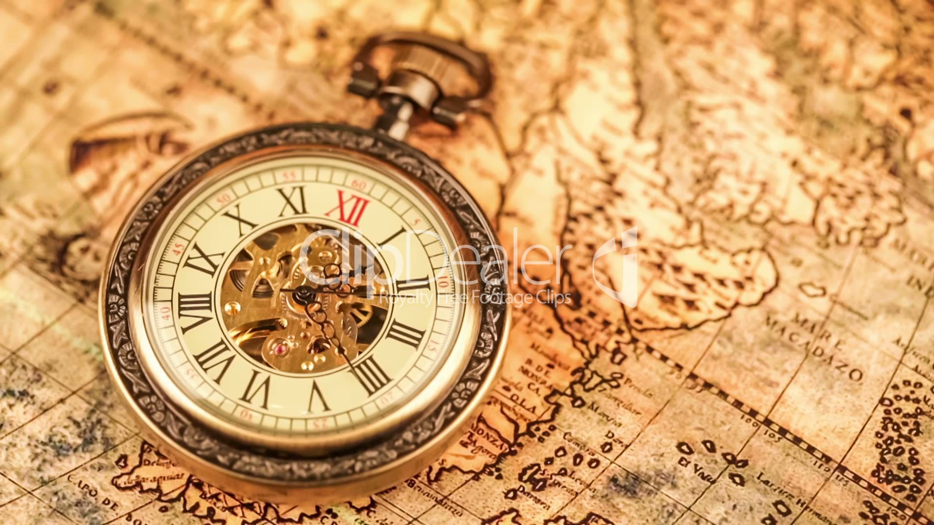 Vintage antique pocket watch on ancient world map in 1565 vdeos videos libres de derechos gumiabroncs Images