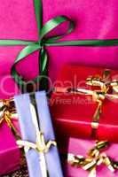 Emerald Bowknot over Magenta Gift Box .